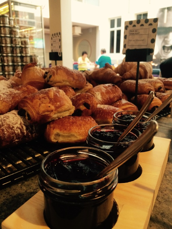 breakfast at HTL (2) - tintipatravels